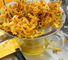 Marigold infusion use
